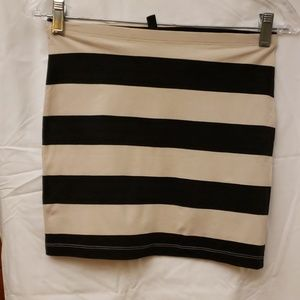 DIVIDED TWO TONED SKIRT  SIZE 4